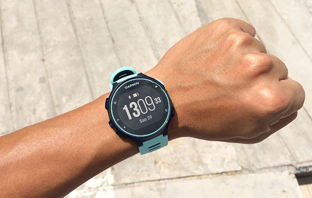 garmin-forerunner-735xt-under-strong-sunlight