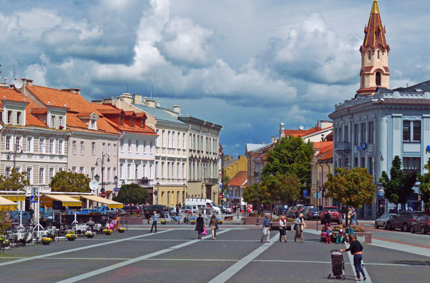 Lithuania-Vilnius-view-of-main-square-MKlimenta-618-pixels